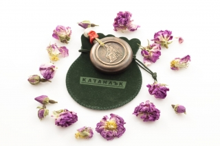 Rose oil in a copper container wrapped in a stylish bag 948g